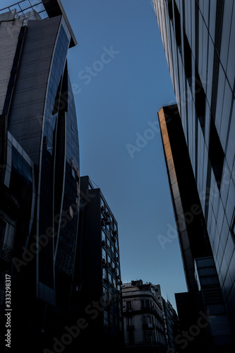edificio moderno con fachada de vidrio Slika na platnu