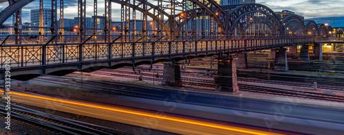 Obraz Die Hackerbrücke im Abendlicht - fototapety do salonu