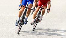Zwei Rennradfahrer Auf Der Str...