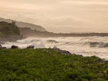 Cette Photo A été Prise Au Bord De La Mer De Sainte Marie, Ile De La Réunion. Nous Pouvons Voir Une Belle Heure Dorée. Heure D'été.