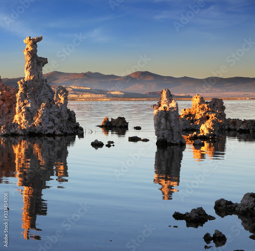Cuadros en Lienzo The tufa formation reflected in the mirror of the water.