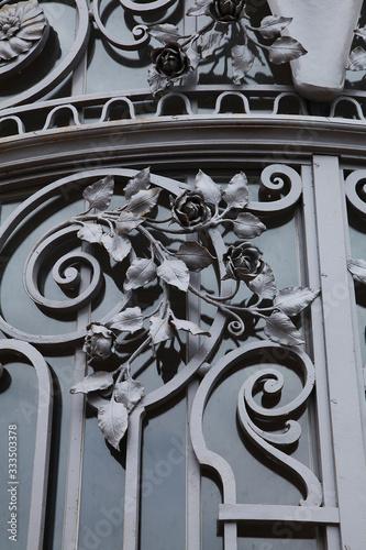 Photo Détail de ferronnerie d'une porte art déco