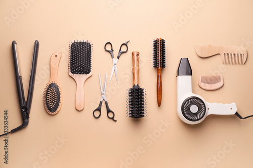 Obraz Set of hairdresser's accessories on color background - fototapety do salonu