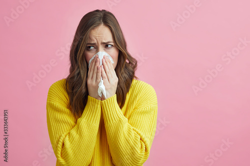 Tela Beautiful girl feeling sick from the corona virus covid-19 and is using a tissue