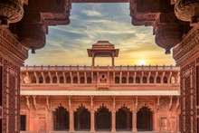 Agra Fort Built By Mughal Empe...
