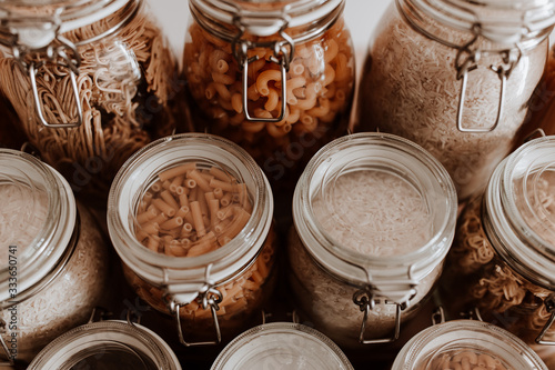 Fotografia Glass jars full with dried uncooked food ingredients