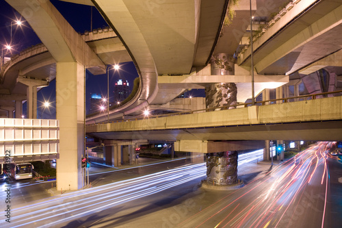 Foto Elevated freeways in the intersection of Yan An Road and Chongging, Shanghai, Ch