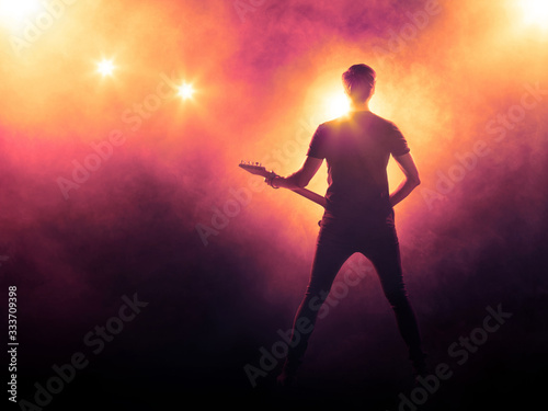 Singer with a guitar performing on a stage Fototapet