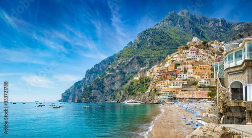 Beautiful Positano with colorful architecture on hills leading down to coast, comfortable beaches and azure sea on Amalfi Coast in Campania, Italy Fototapet