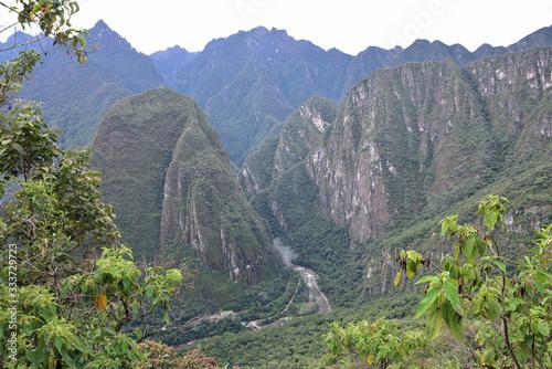 Montagnes abruptes du Machu Picchu, Pérou Canvas Print