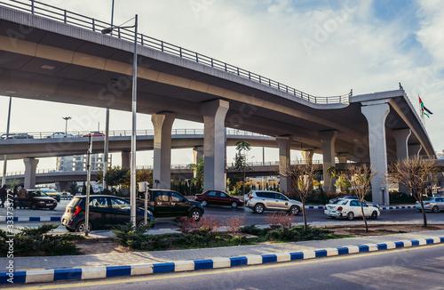 Photo Crossroad of Sulayman Al Nabulsi and Queen Noor Streets in Amman, Jordan
