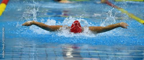 Fotografía una nadadora en unas olimpiadas