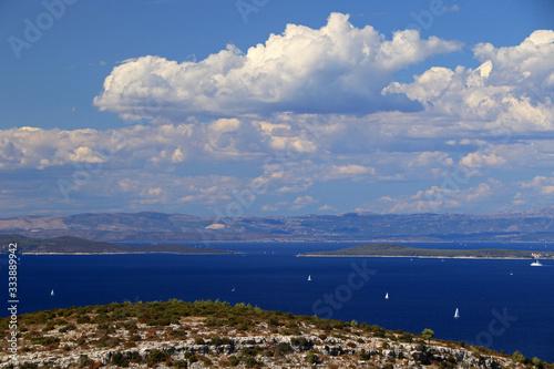 Fotografia Split Gates, strait in the Adriatic Sea between the Dalmatian islands of Solta a