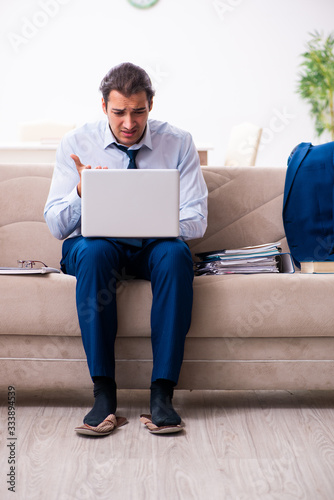 Papel de parede Young male employee working from house