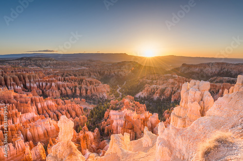 Photo Bryce Canyon National Park, Utah, USA at dawn.