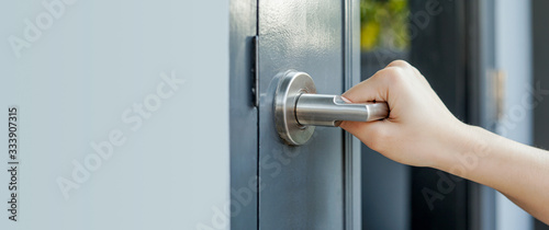 Obraz  Hold the handle to open the door by hand. - fototapety do salonu