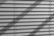 Storen Am Fenster - Geschlosse...