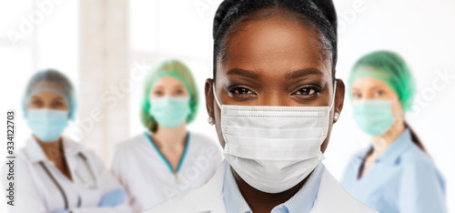 Fotografia health, medicine and pandemic concept - close up of african american female doct