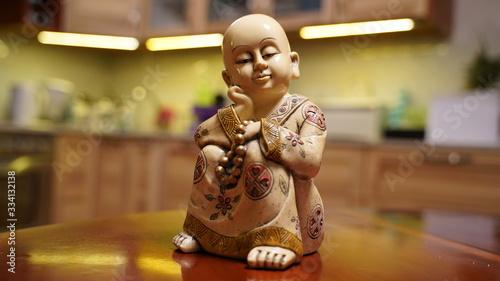 Budda figurka na stole Fototapet