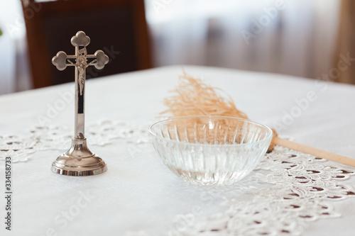 woda święcona i krzyżyk