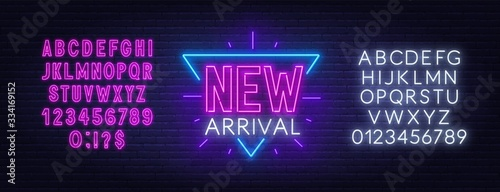 Photo New arrival neon sign on dark background