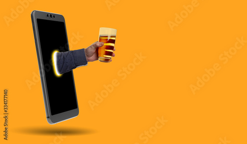 smartphone, hand and beer - real picture and 3D rendering Fototapet