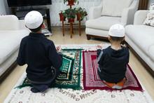 Two Muslim Children Who Worshi...