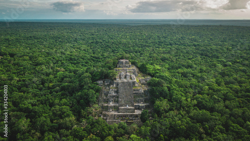 Aerial view of the pyramid, Calakmul, Campeche, Mexico Fototapete