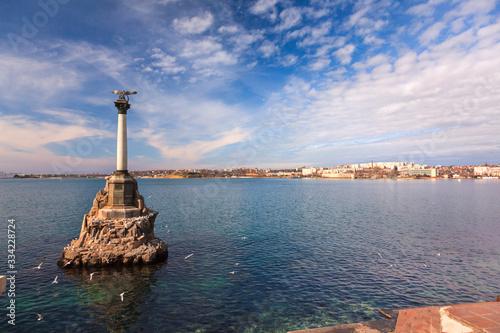 Obraz na plátně Monument to scuttled Russian ships to obstruct entrance to Sevastopol bay