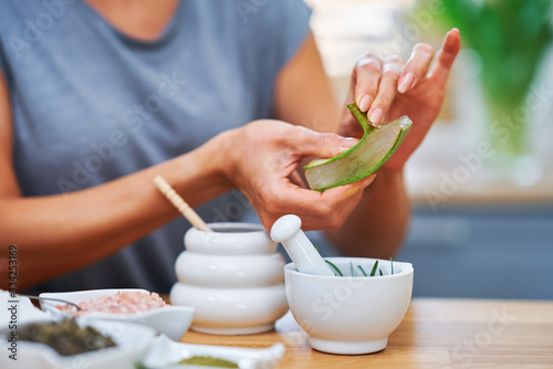 Fotografiet Beautiful healthy woman preparing natural cosmetics at home