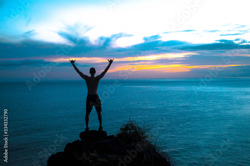 Obraz enjoying life in hawaii for sunset - fototapety do salonu