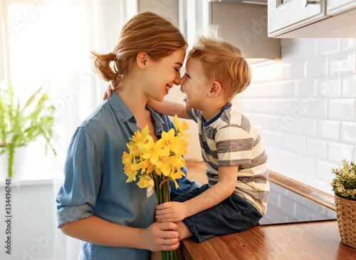 Fotografie, Obraz Little son congratulating mother in kitchen.