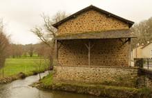 Moulin Au Bord De La Rivière à Côte De Rochechouart Commune De La Haute Vienne