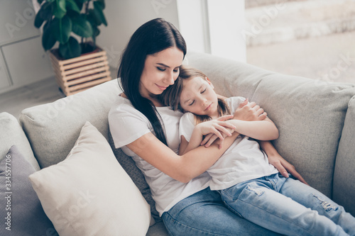 Photo Top above high angle view photo of cute adorable mom daughter have family weeken