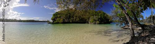 Photo Kanumera-Bucht mit der kleinen Insel Rocher de Kaa Nuë Méra auf Île des Pins
