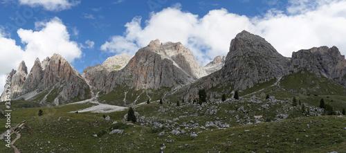 Cuadros en Lienzo Panoramic view: Puez Odles Naturepark - Fermeda - Sass Rigais - Furchetta