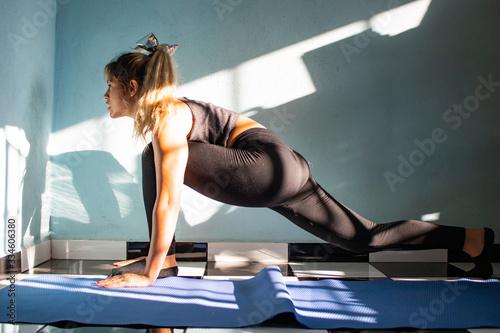 Mujer mexicana/latina haciendo yoga Canvas Print