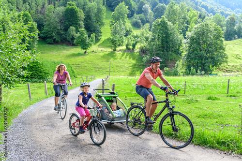 Obraz na plátně Familien-Radtour ins Trettachtal bei Oberstdorf