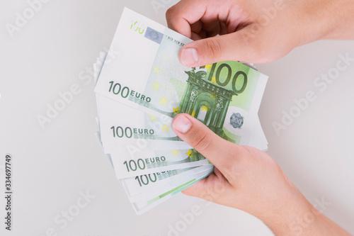 Photo Man counting money, economy concept, allocation of money