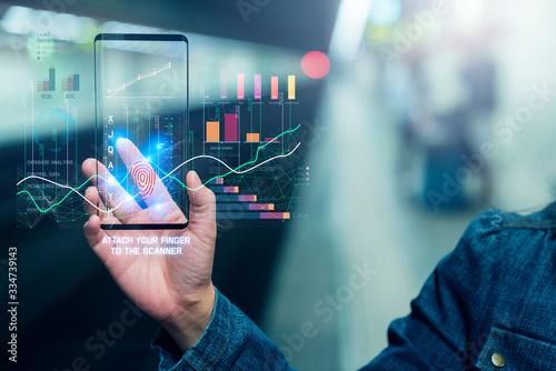 Fotografia close up female hand show virtual future technology screen device of infographic