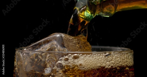 Fotografiet glass of cola with ice