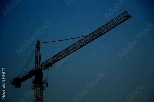 Платно crane on background of blue sky