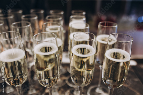 Carta da parati glasses with champagne standing on the bar
