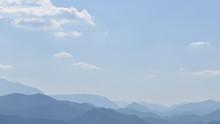 Weite Hügellandschaft Mit Bla...