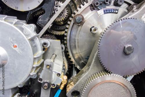 Fototapeta 印刷機の駆動歯車群。精密機械、メカニカルイメージ obraz