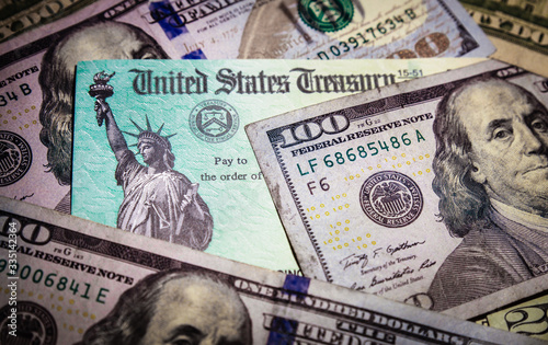 Cuadros en Lienzo WASHINGTON DC - APRIL 2, 2020: United States Treasury check with US currency