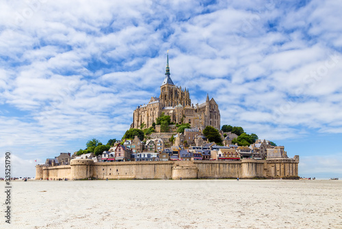 Foto Mont Saint Michel, France. Scenic view of the island