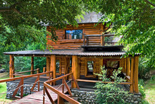 Typisches, Rustikales Blockhaus In Villa La Angostura, Patagonien/ Argentinien