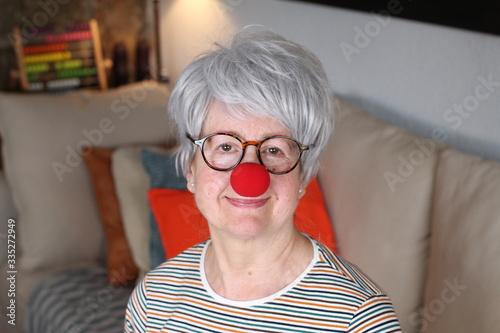 Tableau sur Toile Senior lady with clown nose