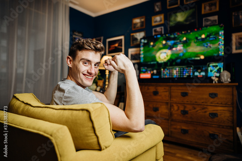 Fotografia Young nerdy adolescent esport gamer playing and winning competitive internet MMO